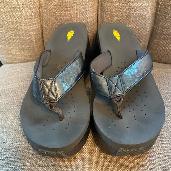 Charcoal volatile sandals